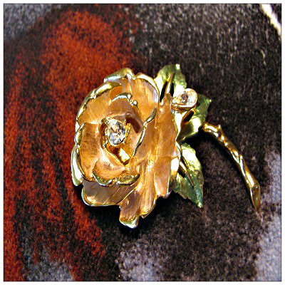 fashion brooch, costume jewelry, rose brooch, Englands rose, signed costume pin, gold tone brooch, color pink, signed on back, online store